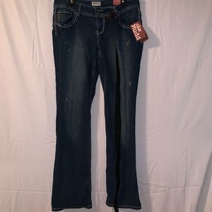 🔥 NWT distressed bootcut jeans with belt